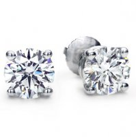 .66 ct tw Round Brilliant Diamond Stud Earrings